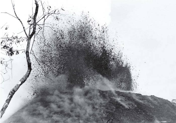 Zrození sopky Vovokvabiti. Belgické Kongo. 20. 3. 1948