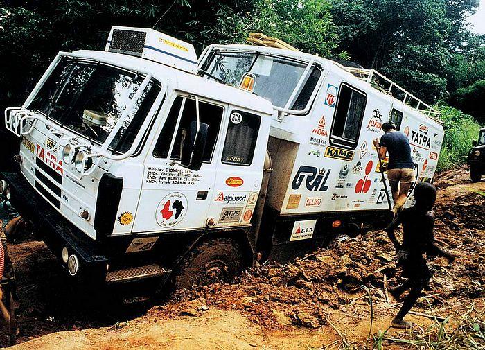 Josef Petr vyprošťuje vůz v Kongu