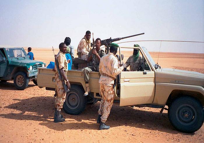 Nezbytný ozbrojený doprovod pro průjezd Sahary